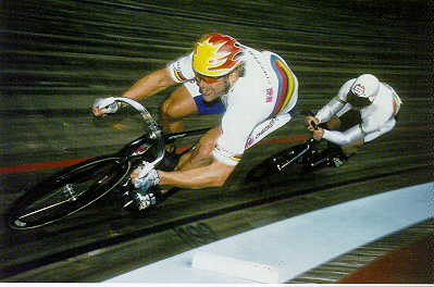 Michael H�bner and Jan van Eiden in full sprint on the Cologne track
